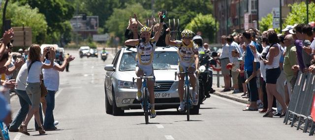 Dani y Alberto entrando en meta en el LIII Trofeo Virgen del Carmen