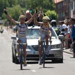 Dani y Alberto levantando los brazos en el LIII Trofeo Virgen del Carmen