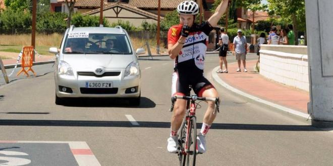 Daniel Ruiz vendedor del VI Trofeo Juan Carlos Domínguez
