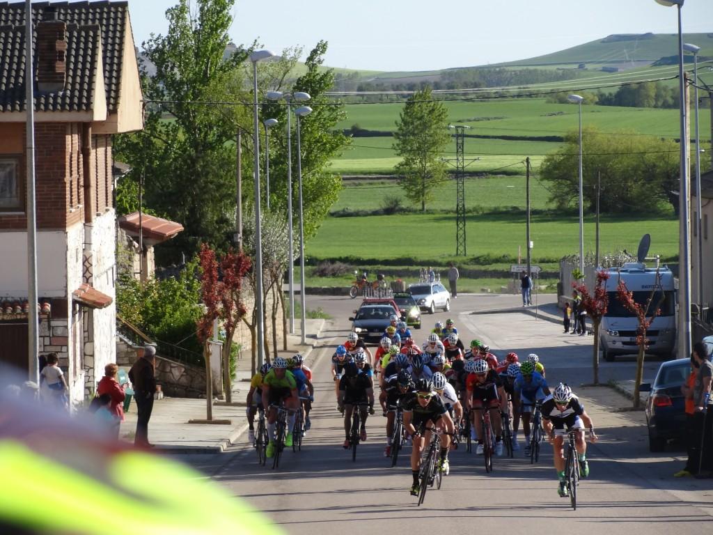 Sprint del pelotón III Trofeo Villa de los Balbases. Foto: Más Madera Valladolid