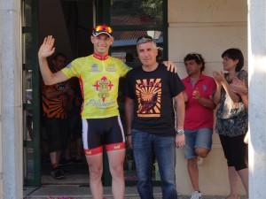 El vencedor Carlos Galván con Cerveza Caleya