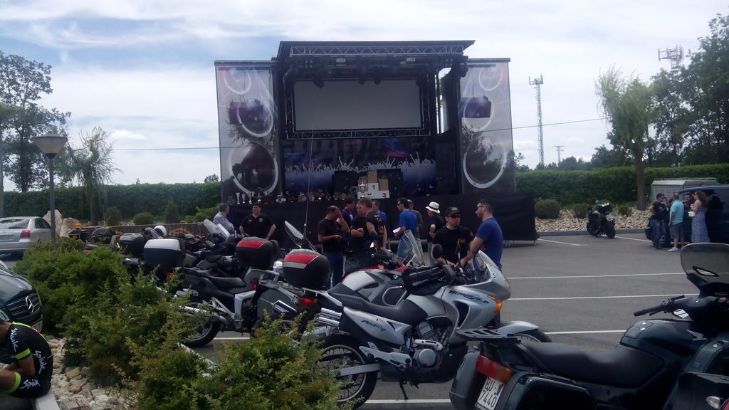 Camión podium Memorial Tino