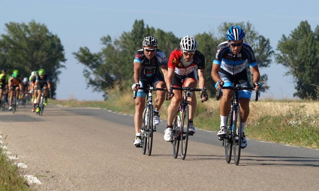 Puma, Jesús Ángel y Diego saltan hasta el grupo de cabeza. Foto: Eduardo Roldán.