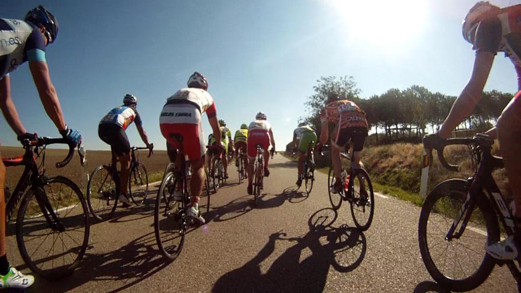 Larrea salta por la derecha con Cuenca y Cáceres a rueda.
