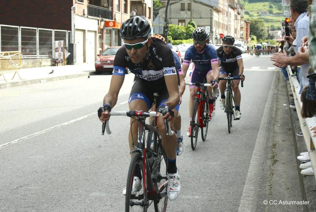 Escapada buena con Cavero en cabeza. Foto: Club Ciclista Asturmáster.