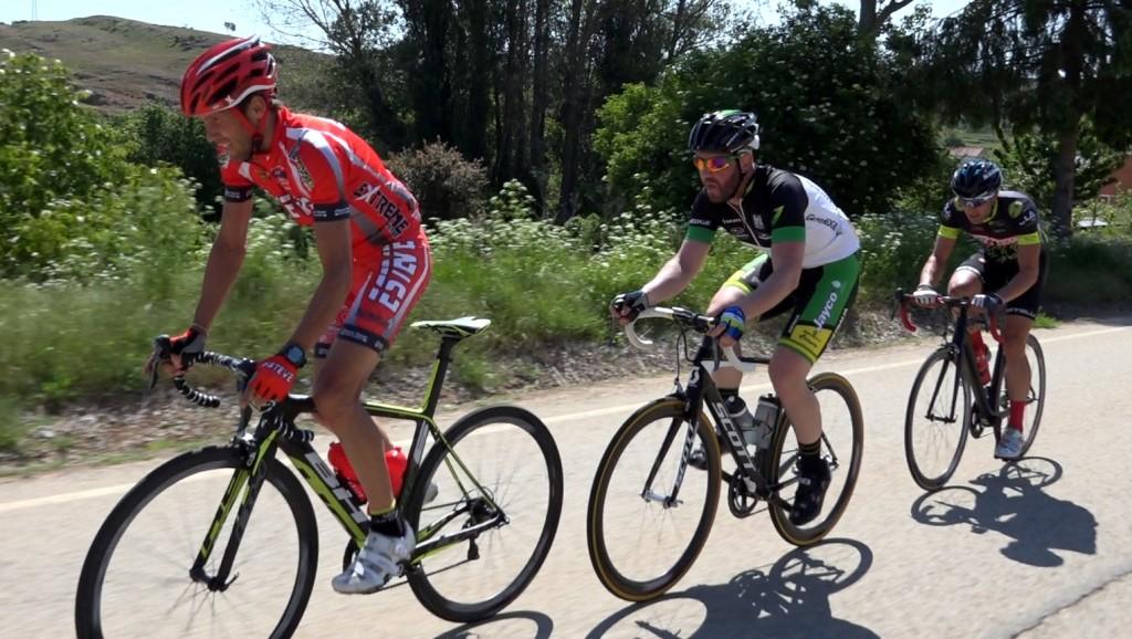 David (Esteve), Iñaki (Australia) y Mario (Discobolo). Foto: Ángel (Club Venteño de Ciclismo)